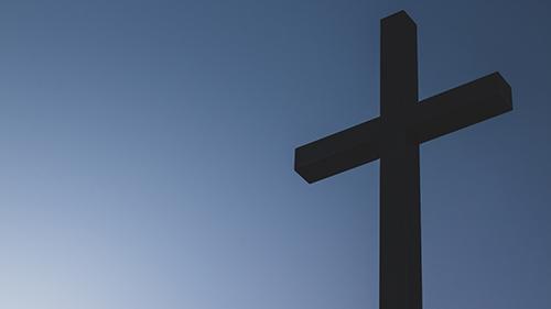 cruz_sobre_una_montaña