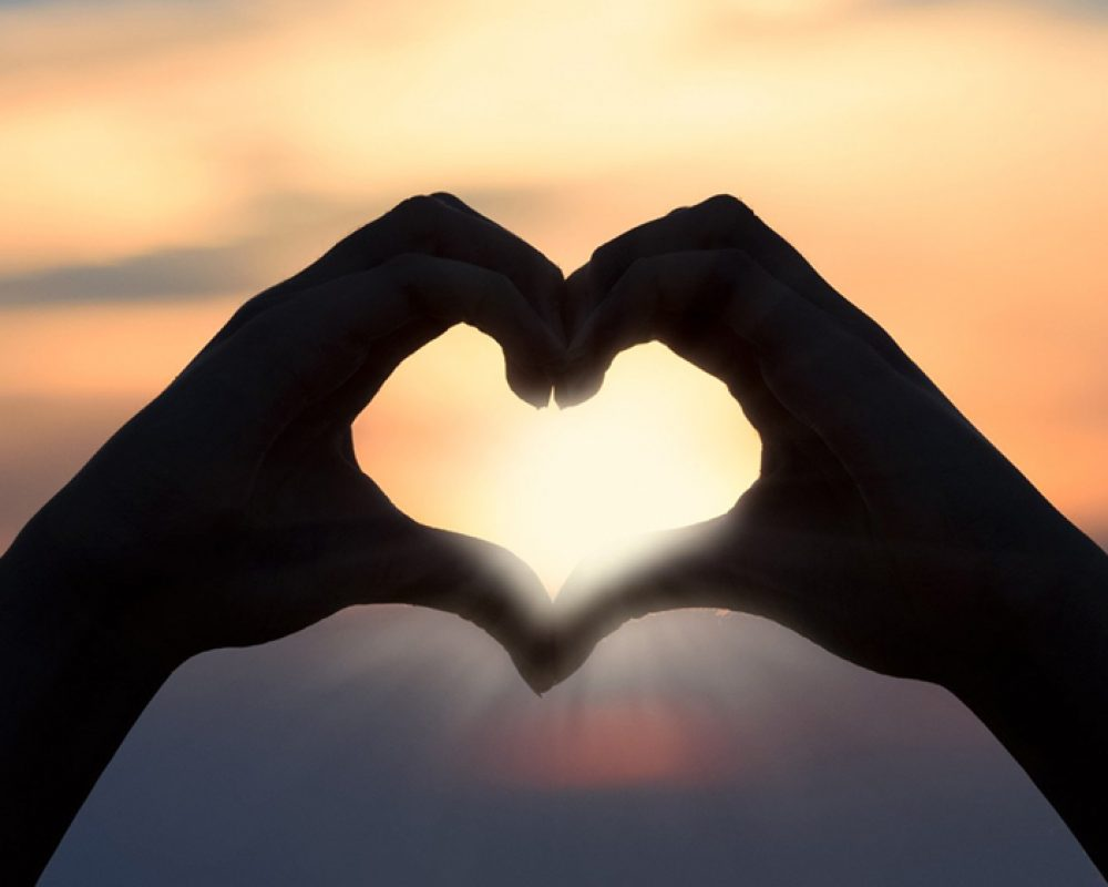 forma de corazon con las manos